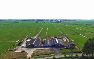 Hoogwaterboerderij van boven bekeken